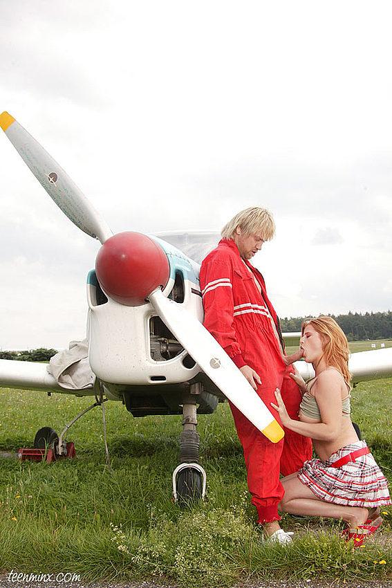 Анал на крыле самолета. Фото - 1