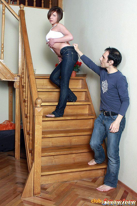 Чувак затеял анальный интим с молодой на лестнице. Фото - 2