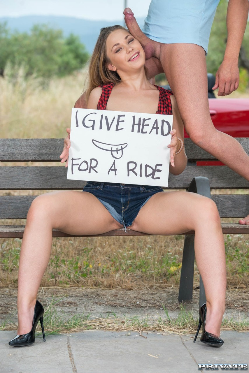 Очаровашка дала ебарю в очко на скамейке. Фото - 11