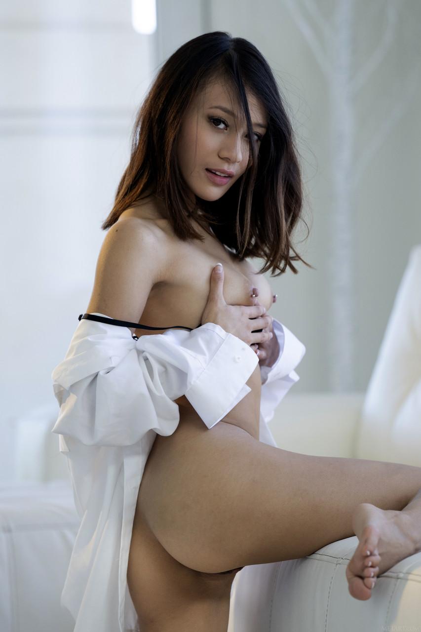 Pornobilder von Asiatinnen. Galerie - 1996