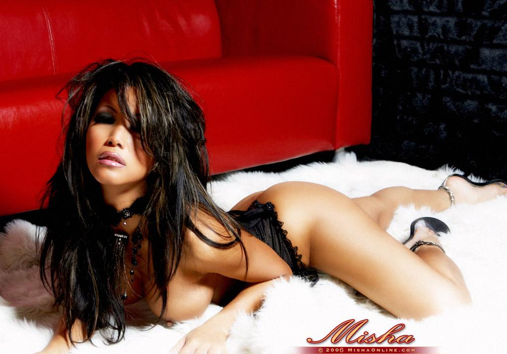 Азиатка Misha в эротическом фото этюде. Фото - 12