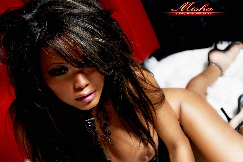 Азиатка Misha в эротическом фото этюде. Фото - 13