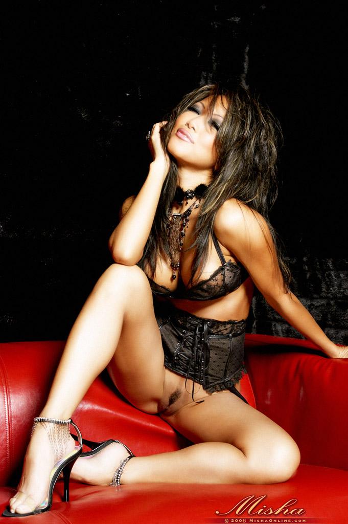 Азиатка Misha в эротическом фото этюде. Фото - 5