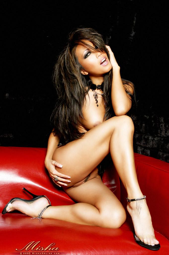 Азиатка Misha в эротическом фото этюде. Фото - 6