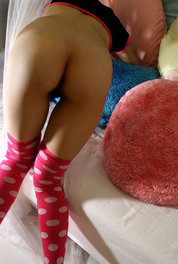 Лобок с волосиками между ног юной японки. Фото - 5