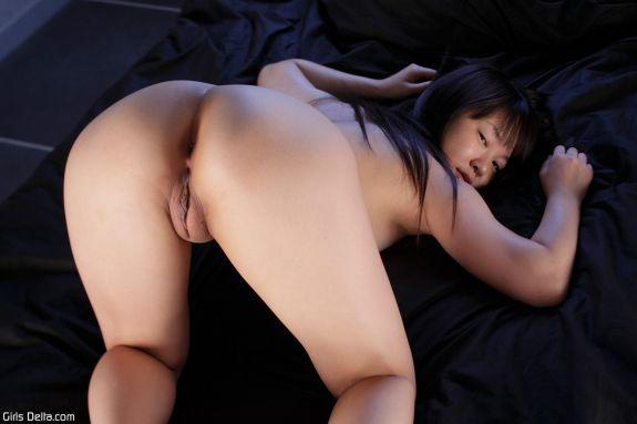 Восемнадцатилетняя япошка в чем мать родила. Фото - 8