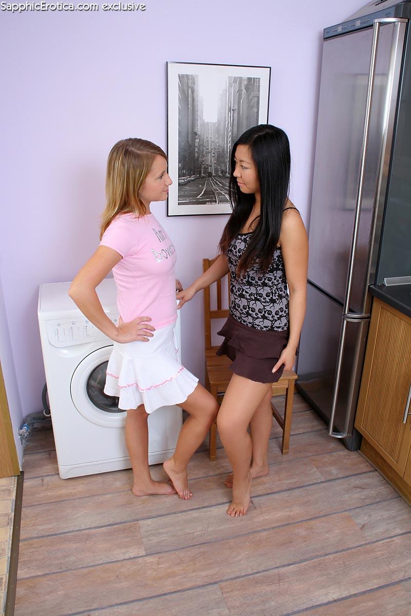 Лесбиянство малолетки и азиатки. Фото - 1