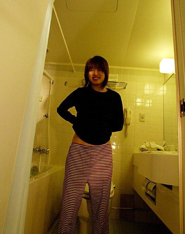 Восемнадцатилетняя япошка принимает ванну. Фото - 2