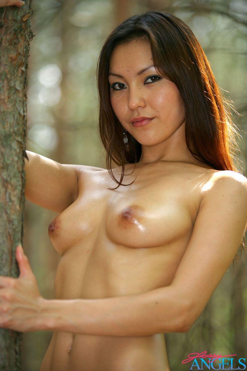 Соло Телочки из Азии в хвойном лесу. Фото - 5