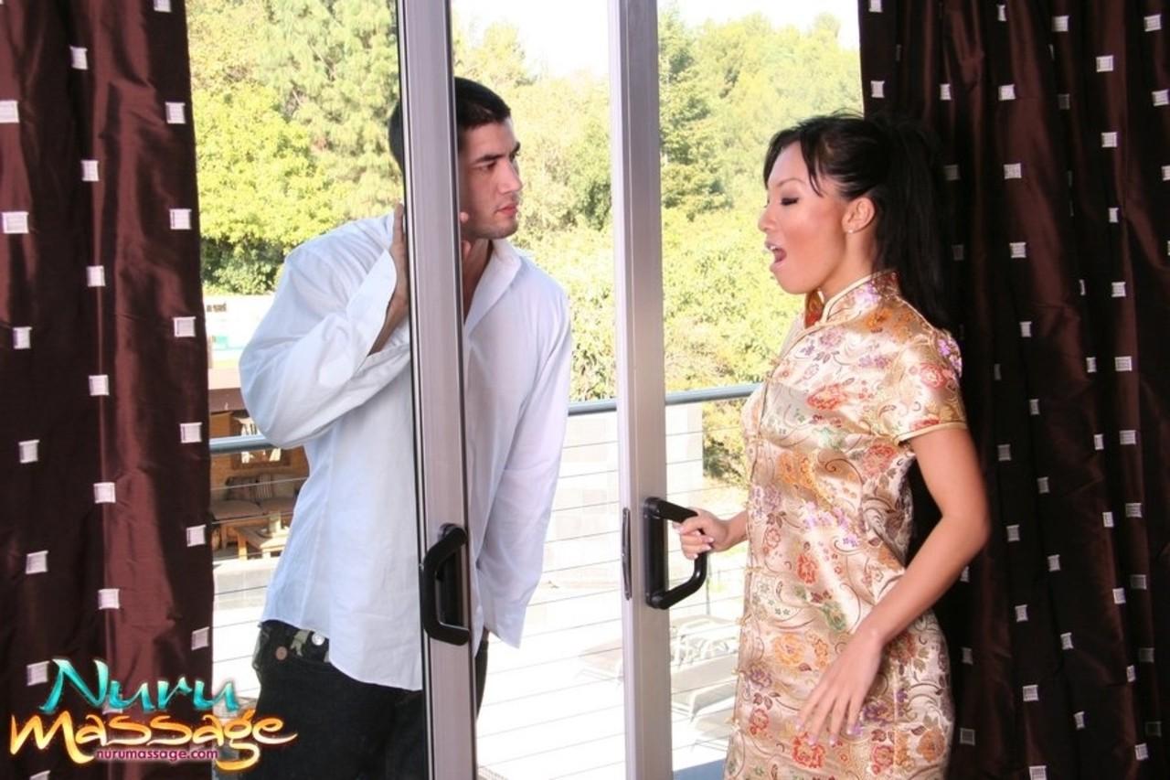 Сеанс сексуального массажа в доме гейши