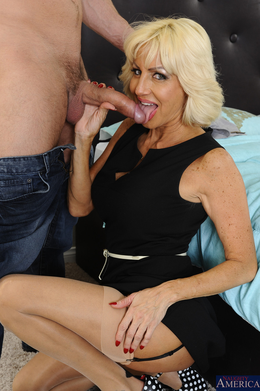 Mature women and grannies. Gallery - 1142. Photo - 13