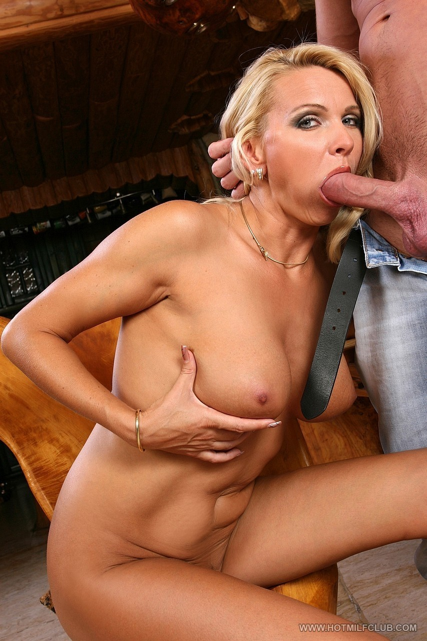 Mature women and grannies. Gallery - 1152. Photo - 11