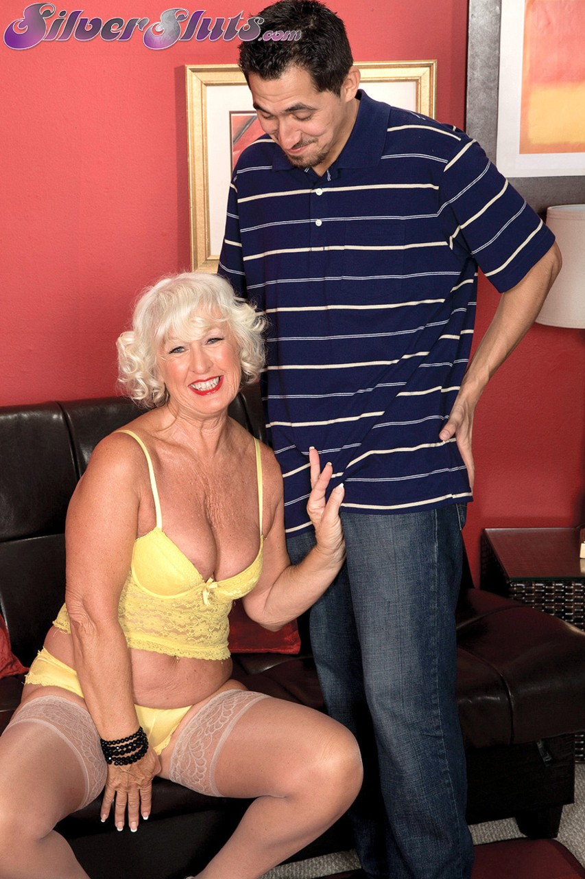 Mature women and grannies. Gallery - 1153. Photo - 1