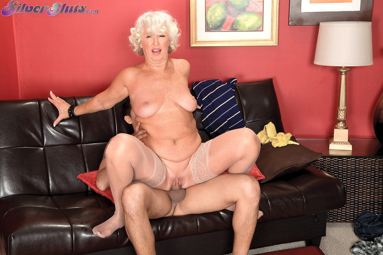 Mature women and grannies. Gallery - 1153. Photo - 10