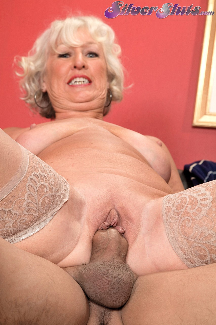 Mature women and grannies. Gallery - 1153. Photo - 11