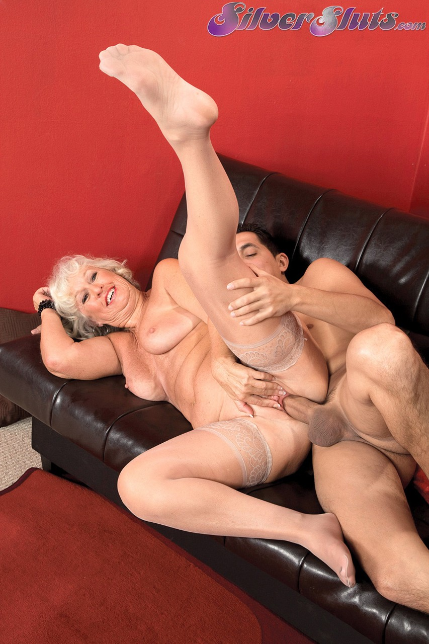 Mature women and grannies. Gallery - 1153. Photo - 12