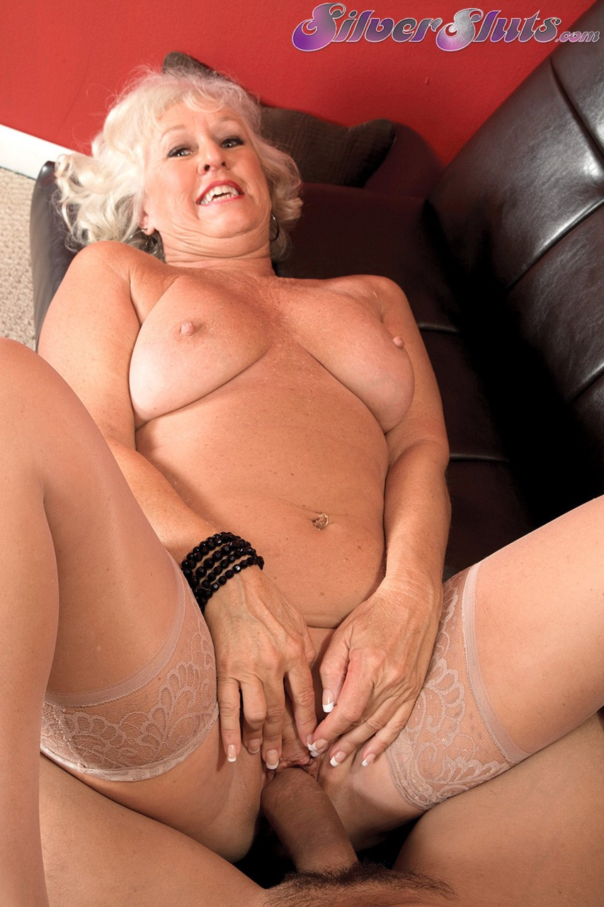 Mature women and grannies. Gallery - 1153. Photo - 14