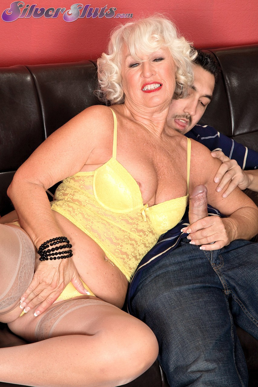 Mature women and grannies. Gallery - 1153. Photo - 2