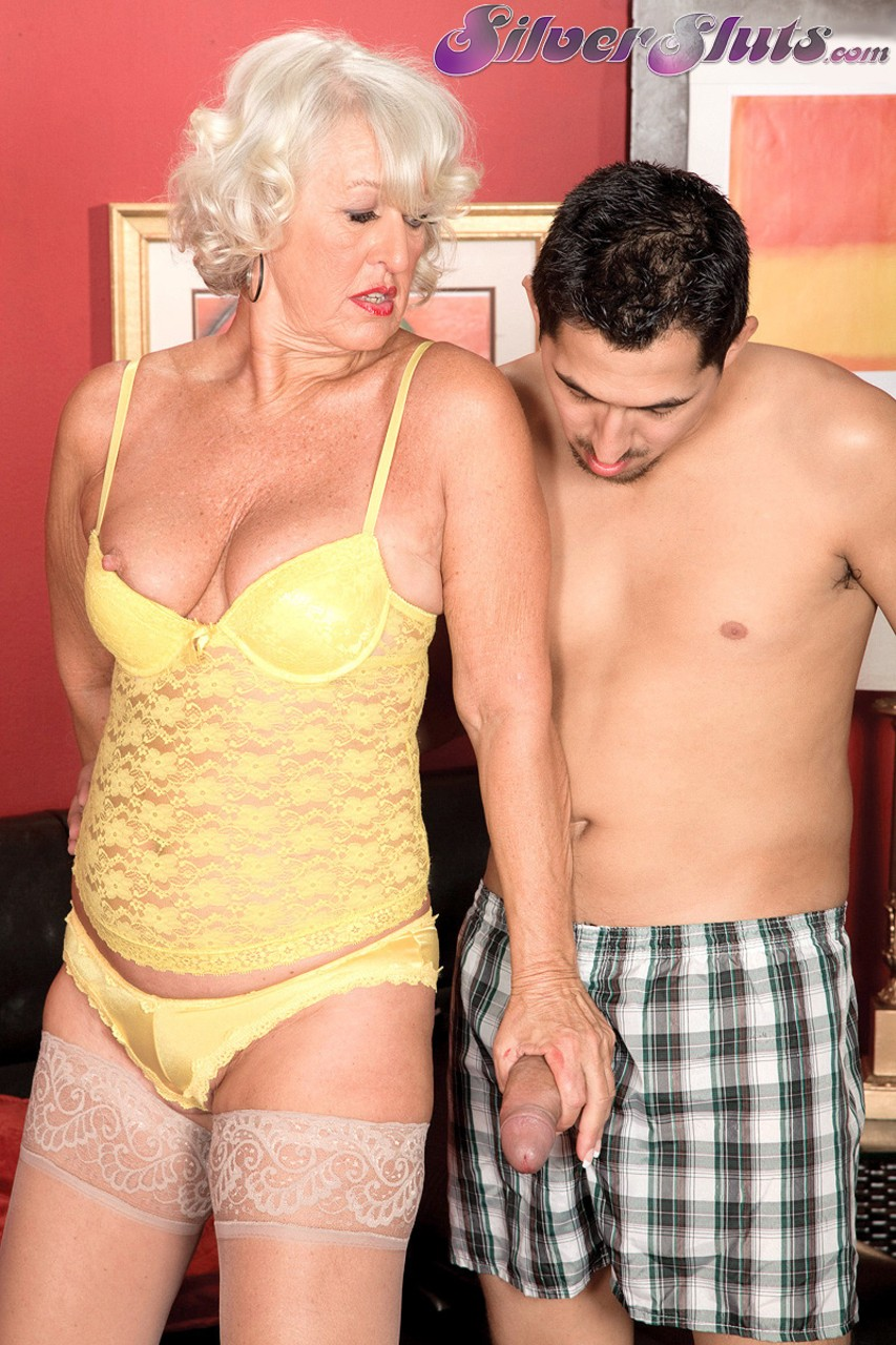 Mature women and grannies. Gallery - 1153. Photo - 3