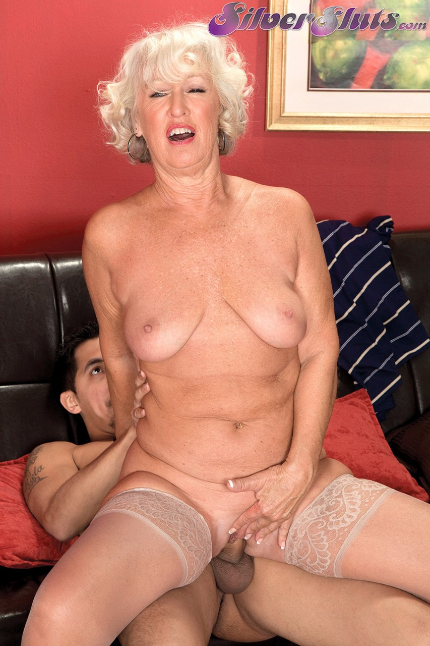 Mature women and grannies. Gallery - 1153. Photo - 9