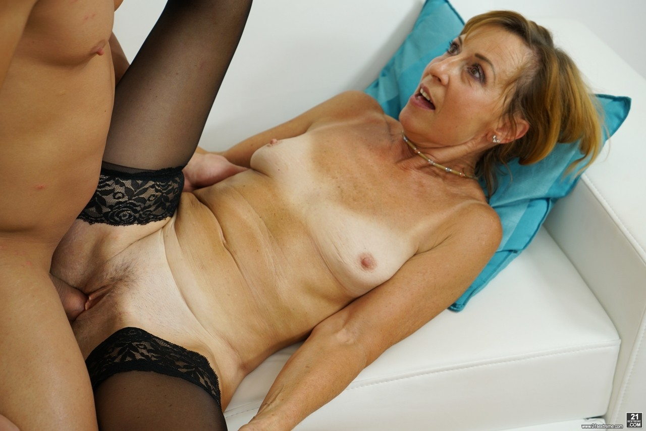 Mature women and grannies. Gallery - 1178. Photo - 11