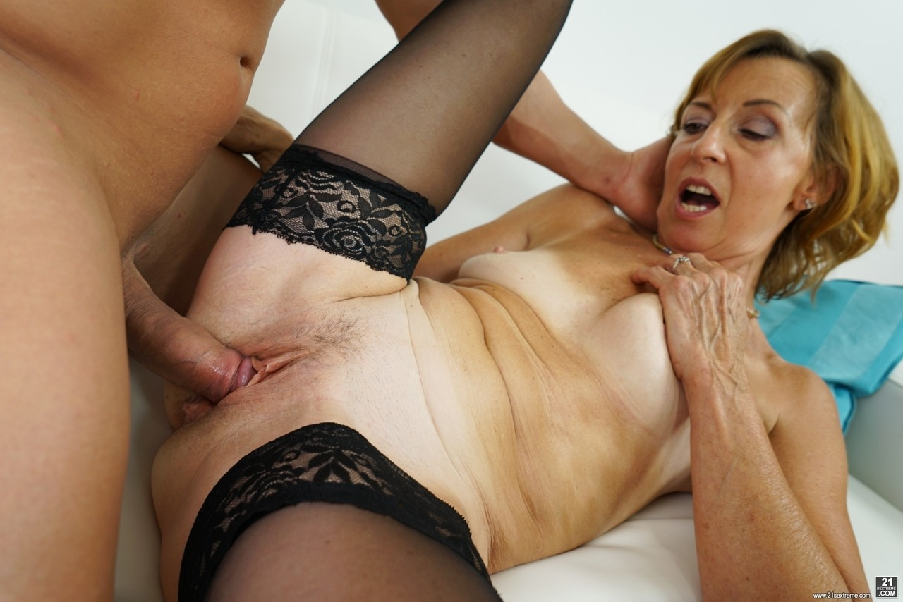 Mature women and grannies. Gallery - 1178. Photo - 12