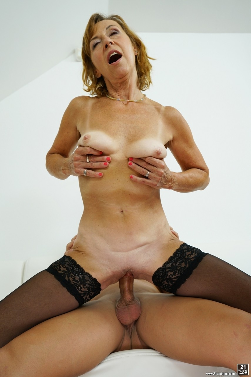 Mature women and grannies. Gallery - 1178. Photo - 16
