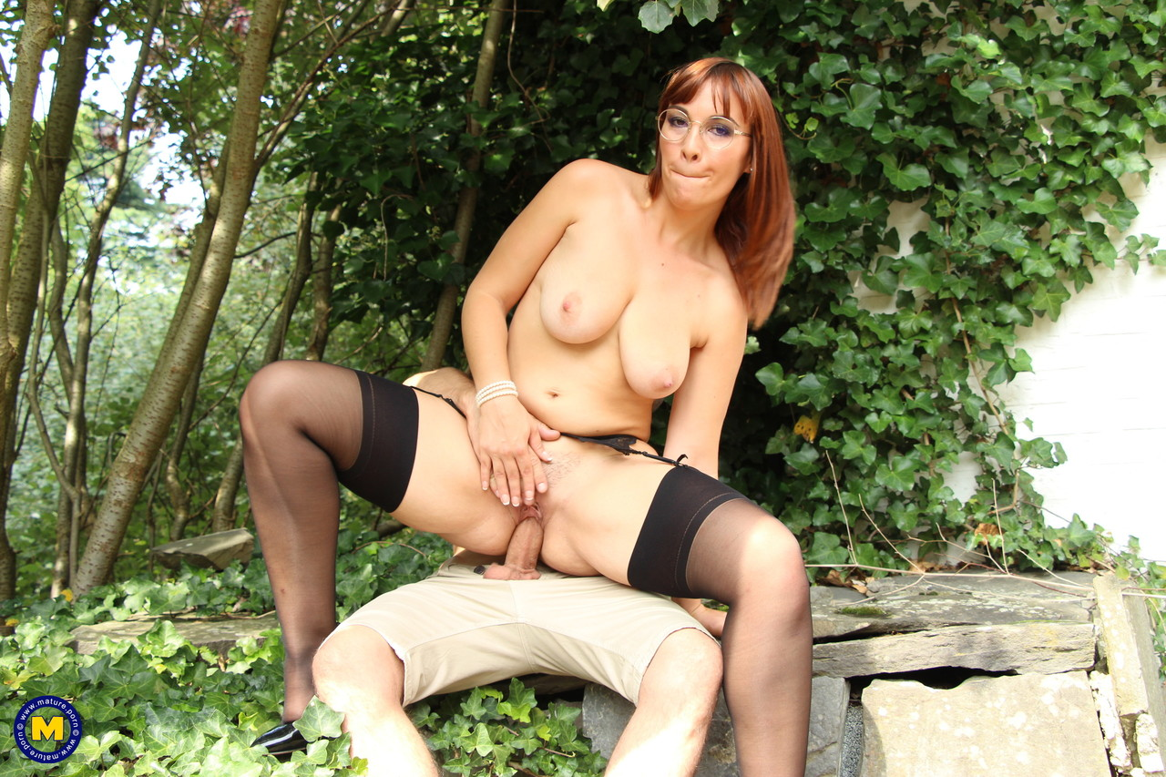Mature women and grannies. Gallery - 1180. Photo - 11