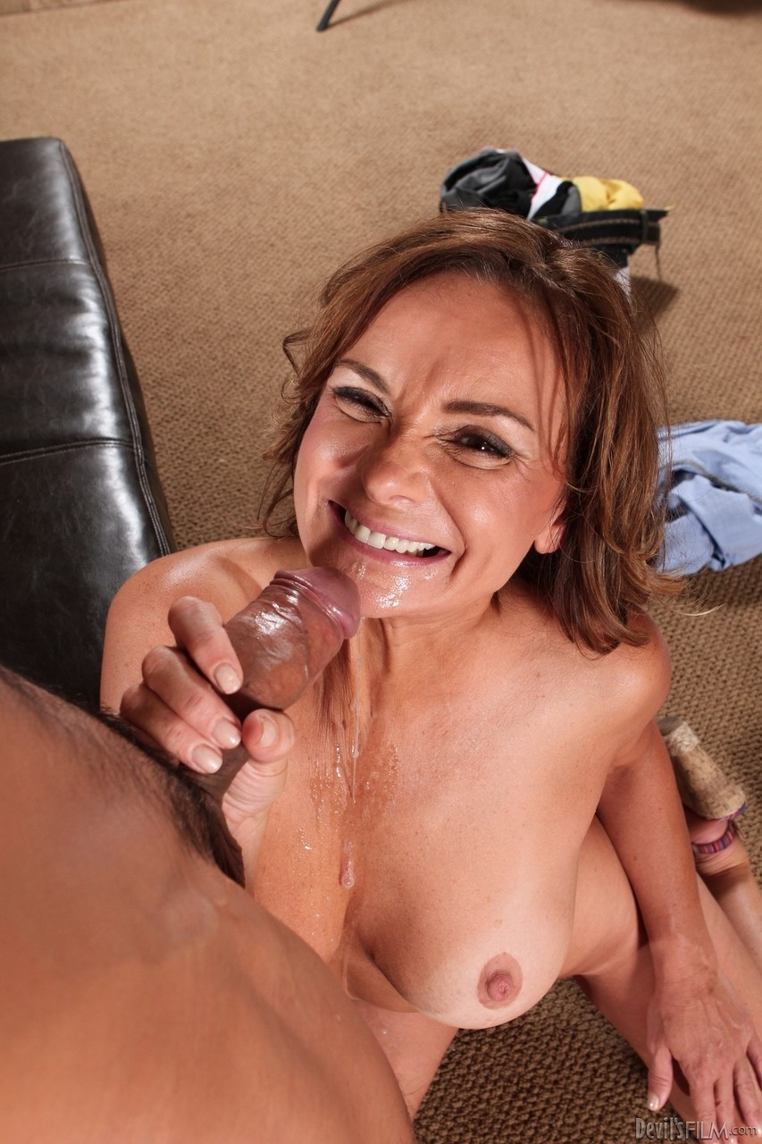 Mature women and grannies. Gallery - 1191. Photo - 16