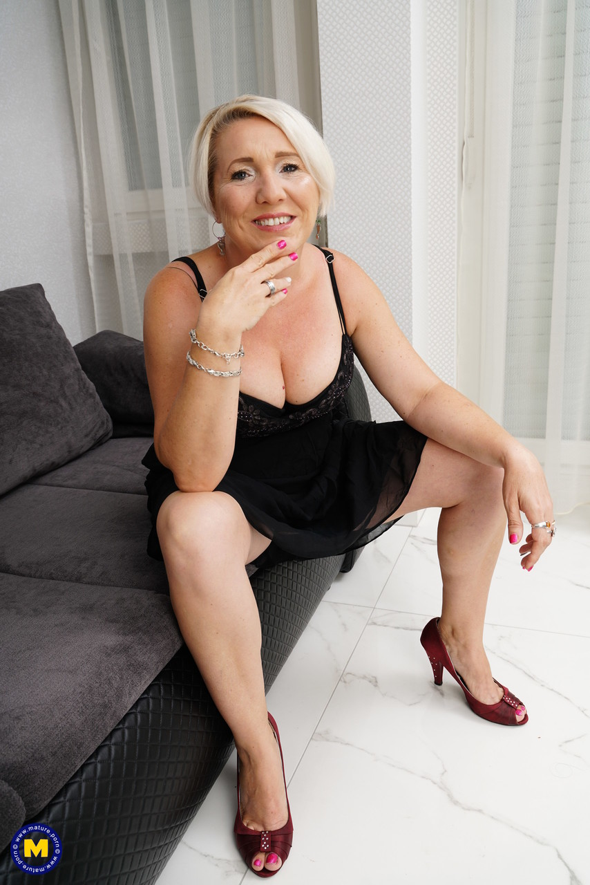 Mature women and grannies. Gallery - 1215. Photo - 1