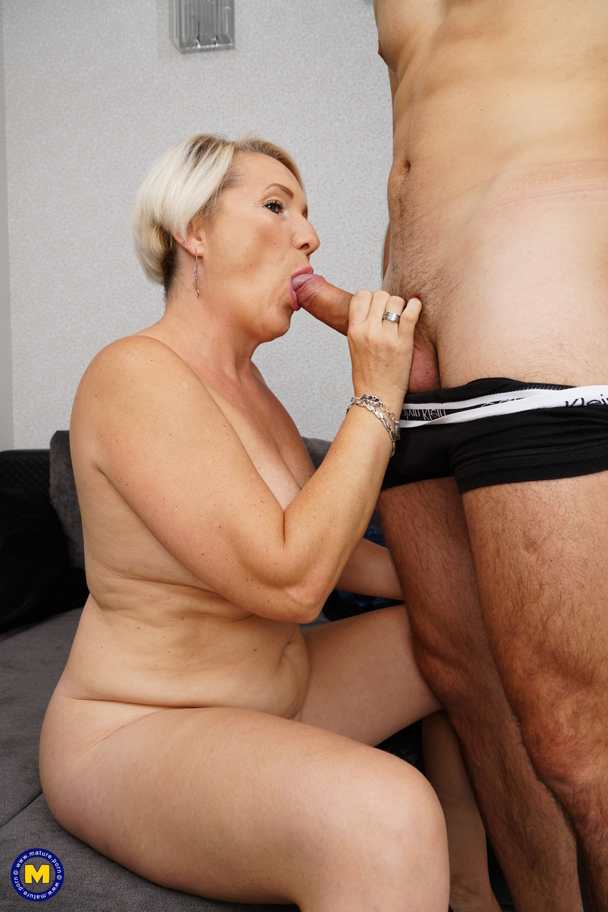 Mature women and grannies. Gallery - 1215. Photo - 15