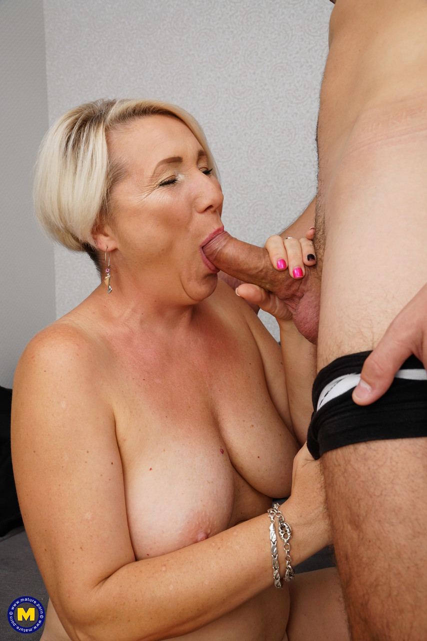 Mature women and grannies. Gallery - 1215. Photo - 16