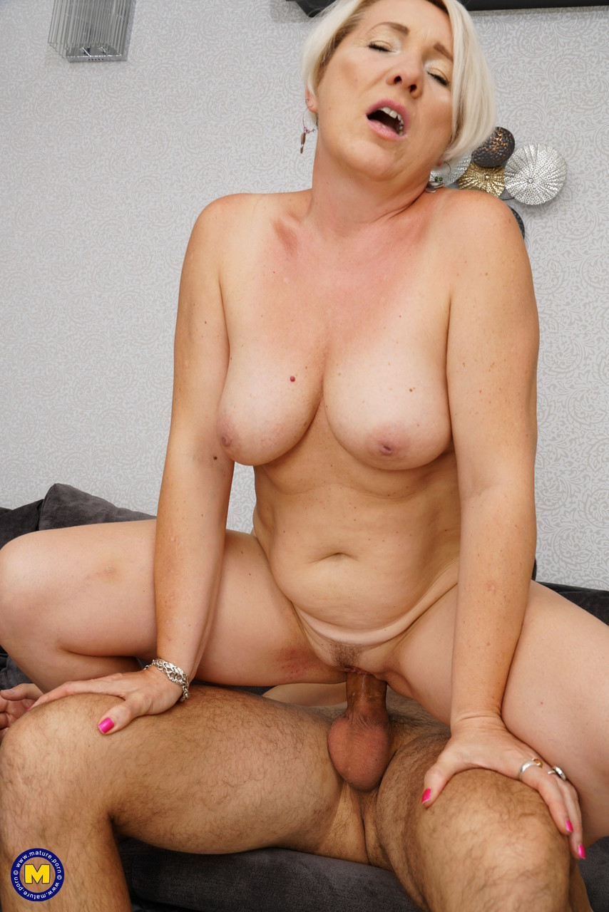 Mature women and grannies. Gallery - 1215. Photo - 17