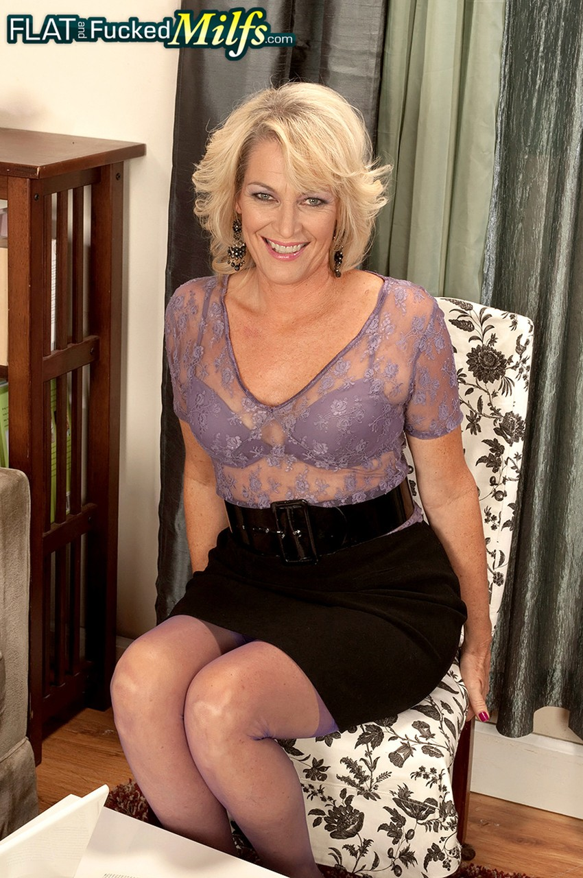Mature women and grannies. Gallery - 1218. Photo - 1