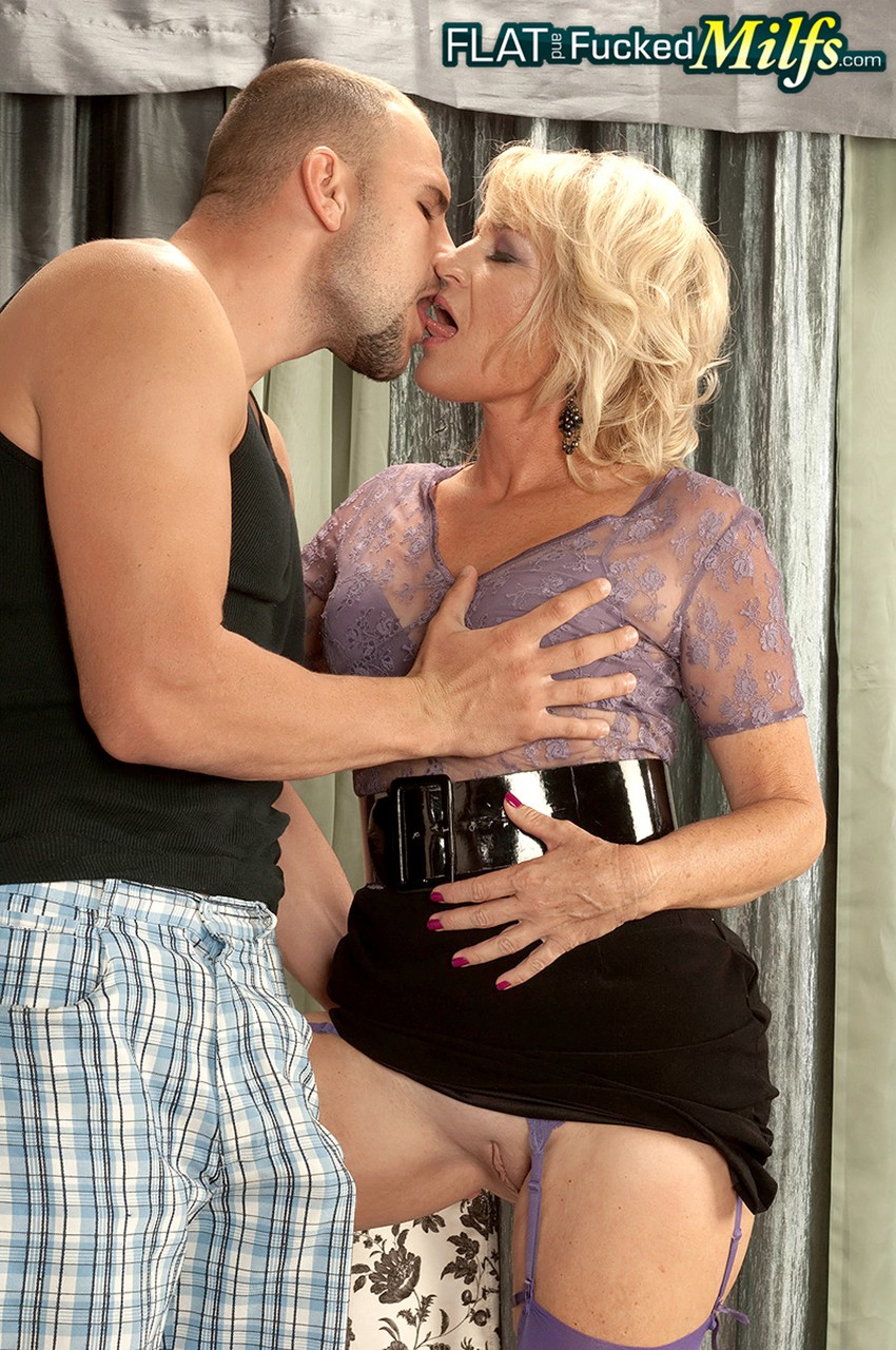 Mature women and grannies. Gallery - 1218. Photo - 3