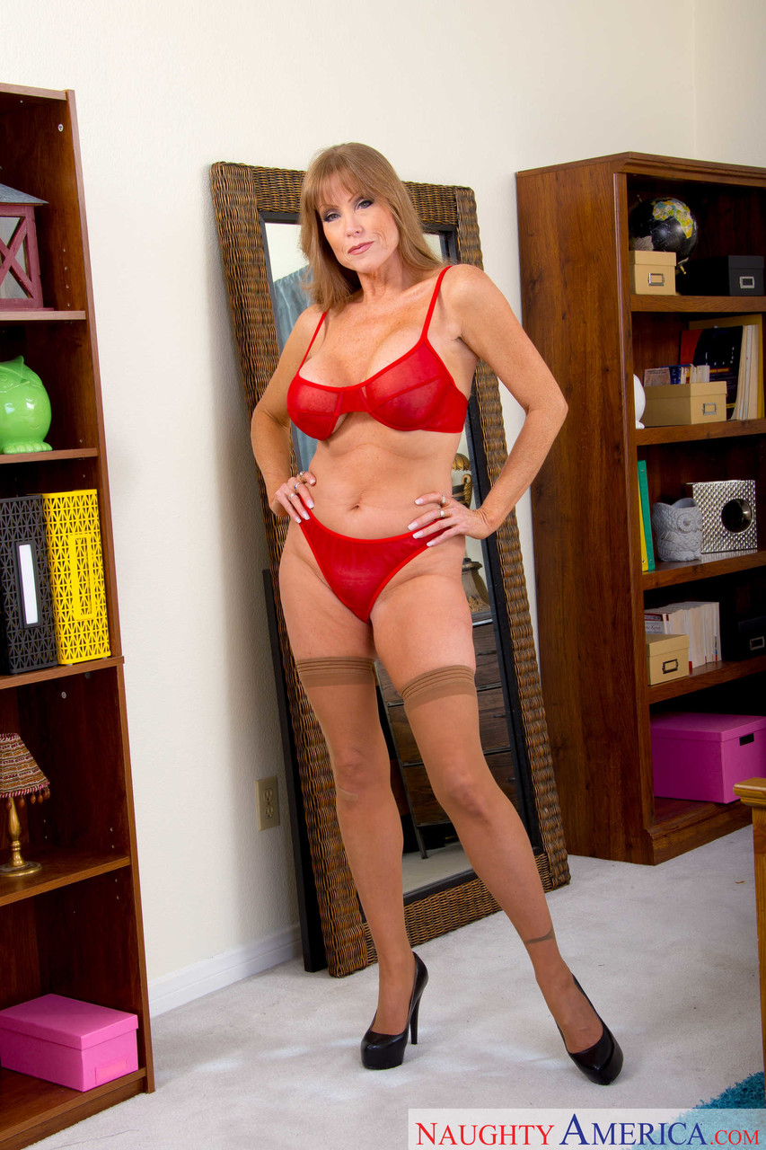 Mature women and grannies. Gallery - 1223. Photo - 2