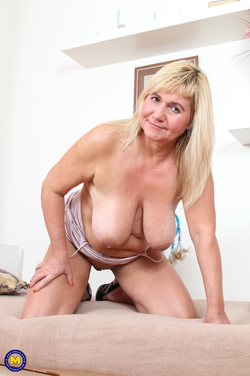Mature women and grannies. Gallery - 1229. Photo - 11