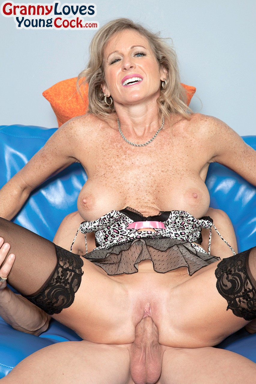 Mature women and grannies. Gallery - 1234. Photo - 8