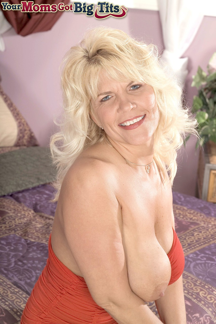 Mature women and grannies. Gallery - 1238. Photo - 3