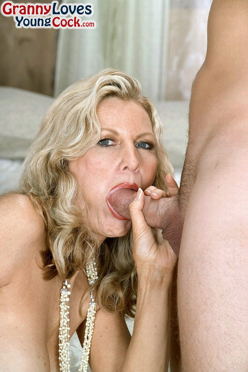 Mature women and grannies. Gallery - 1239. Photo - 1