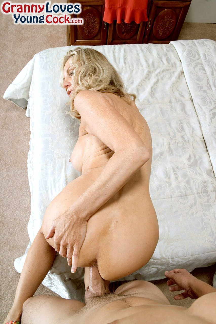 Mature women and grannies. Gallery - 1239. Photo - 11