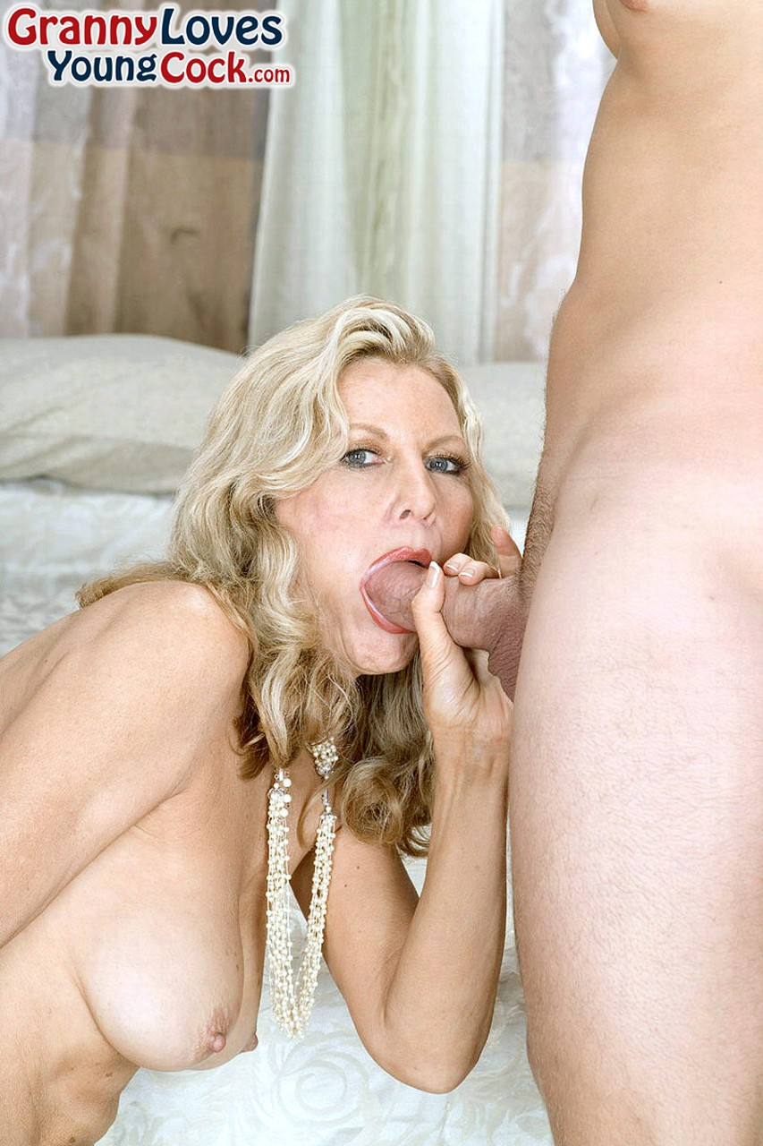 Mature women and grannies. Gallery - 1239. Photo - 9