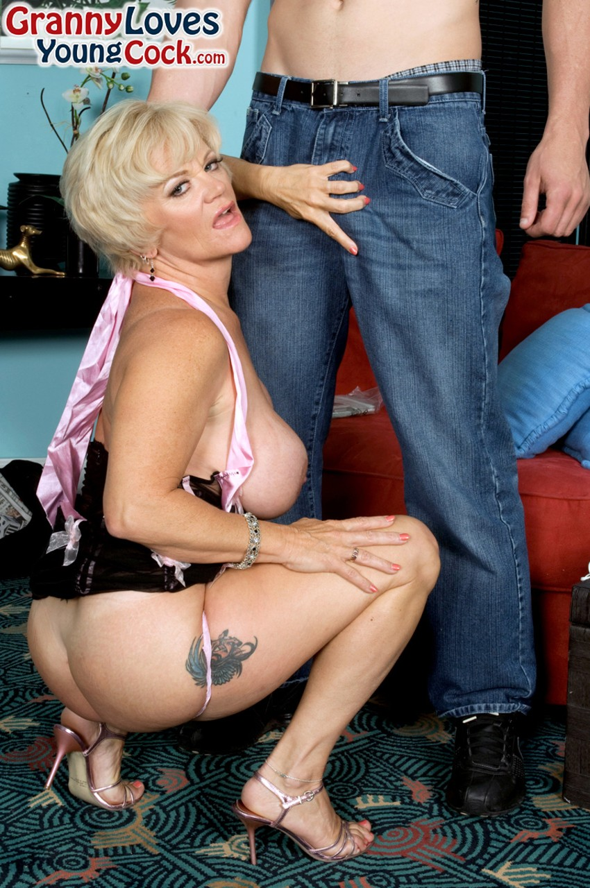 Mature women and grannies. Gallery - 1240. Photo - 4