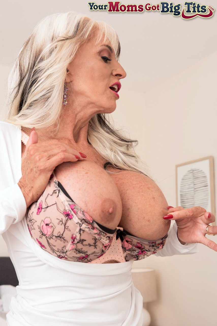 Mature women and grannies. Gallery - 1252. Photo - 5