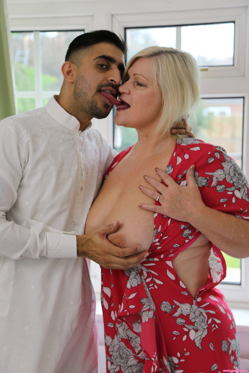 Mature women and grannies. Gallery - 1262. Photo - 3