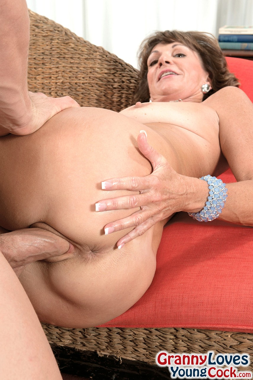Mature women and grannies. Gallery - 1268. Photo - 11