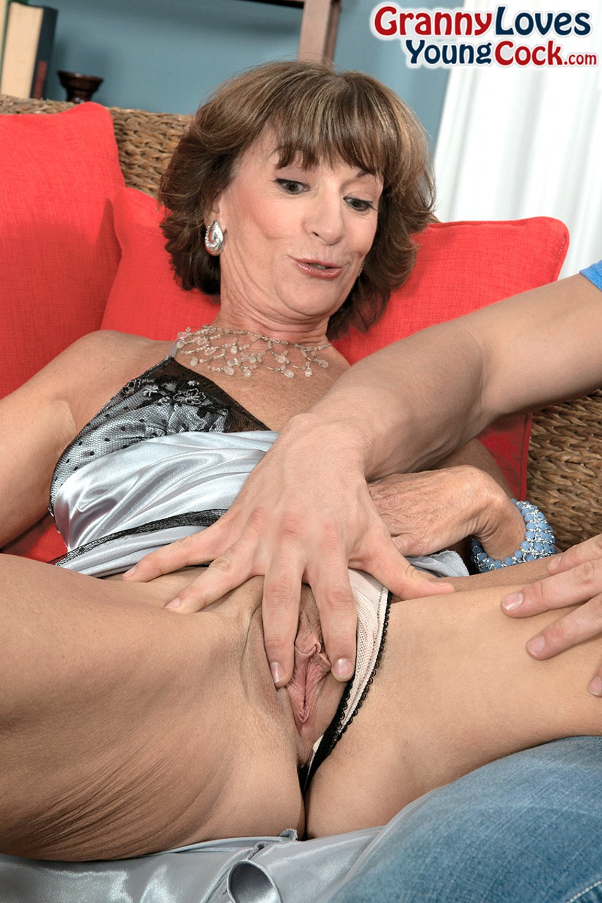 Mature women and grannies. Gallery - 1268. Photo - 3
