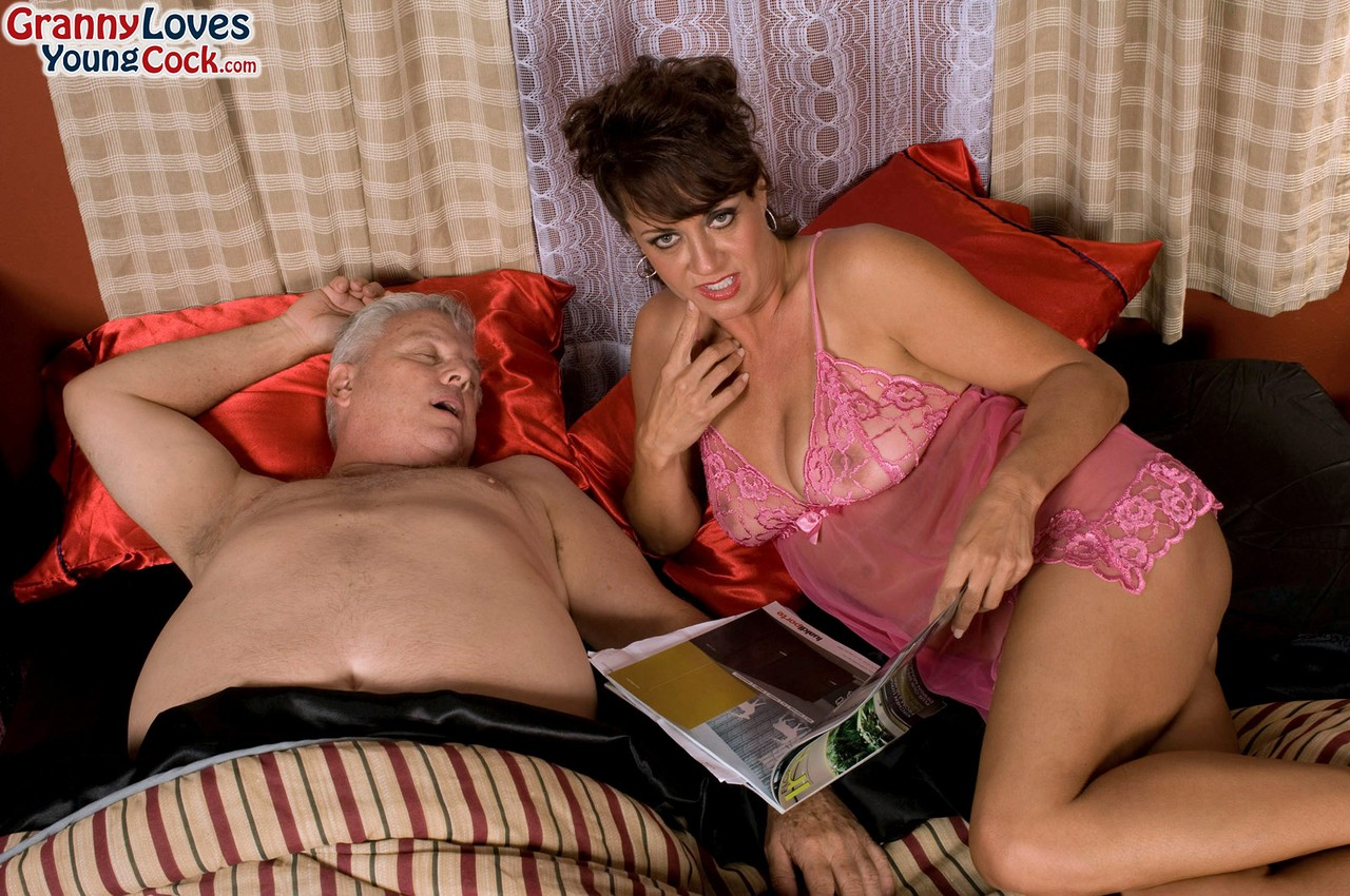 Mature women and grannies. Gallery - 1283. Photo - 1
