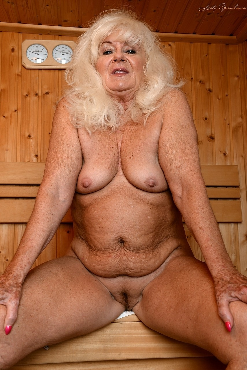 Mature women and grannies. Gallery - 1307. Photo - 1