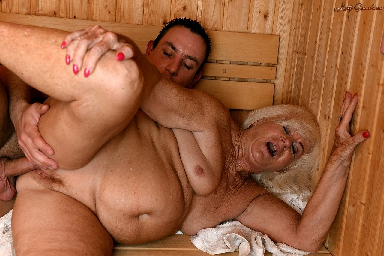 Mature women and grannies. Gallery - 1307. Photo - 11